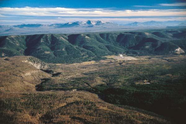 Yellowstone-CalderaRim2